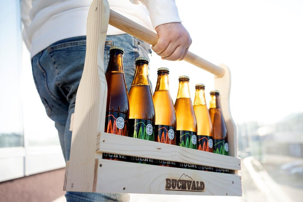 BUCHVALD drevený nosič piva + 6 pivo Buchvald 12% 500ml