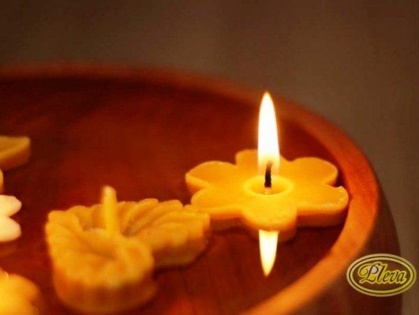 Plávajúca sviečka zo včelieho vosku